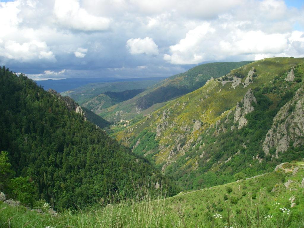 Vallée de la Borne découverte à l'occasion d'un stage mouche ardèche e