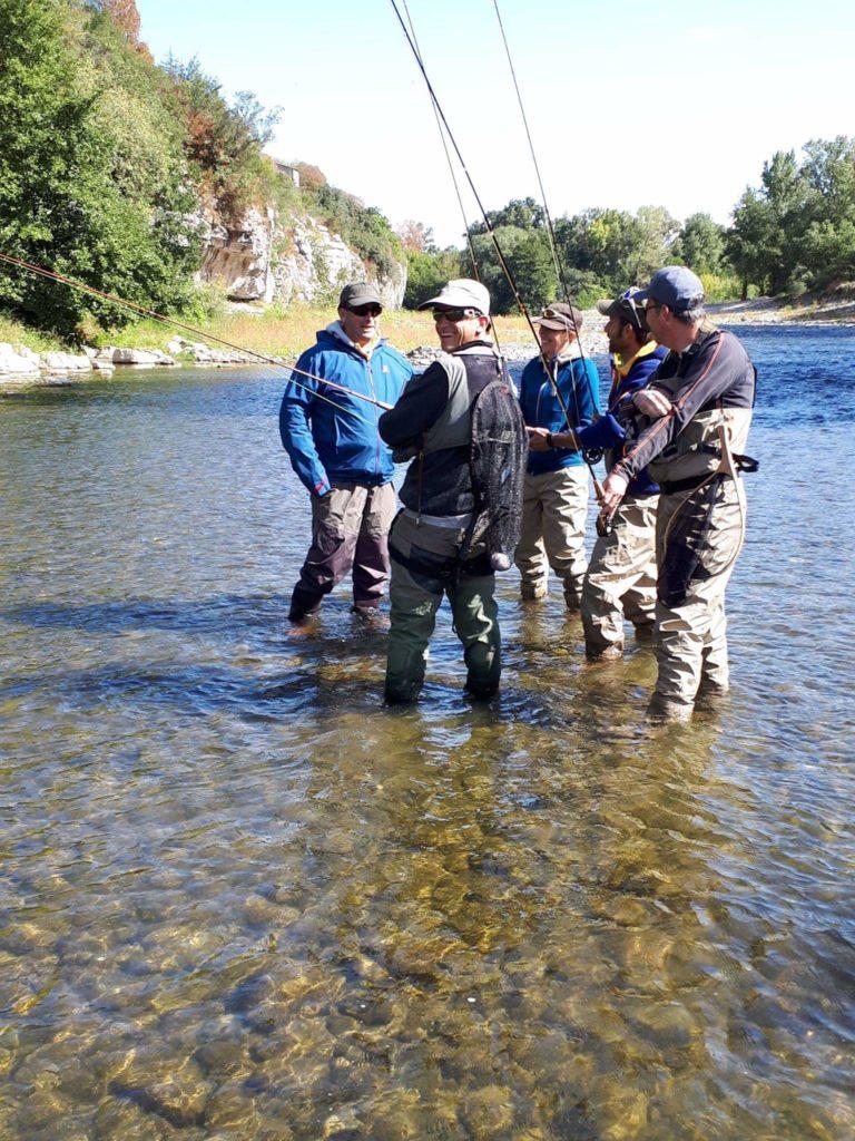 un stage pêche à la mouche à proximité de Vallon Pont d'Arc et Ruoms sur l'Ardèche réalisé par votre Guide de pêche Ardèche et Cévennes.